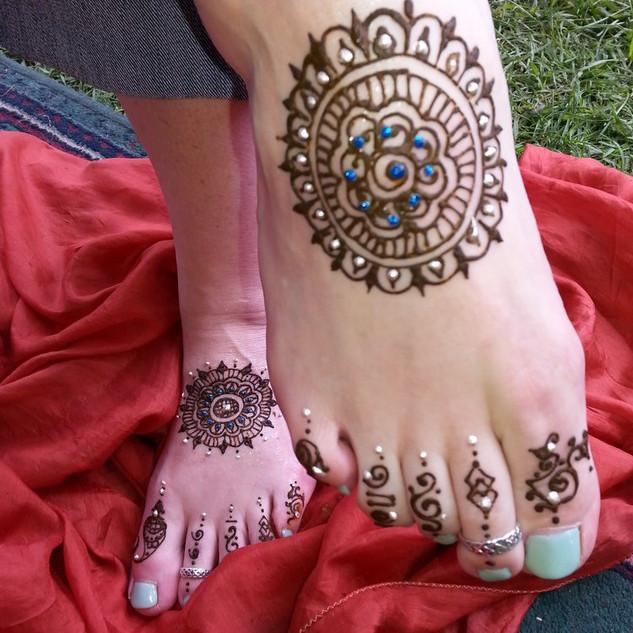 HenDes Feet NEW.jpg