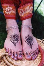 HenDes-Feet-4 Small SizeAdj.jpg