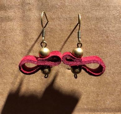 chutes de cuir et perles