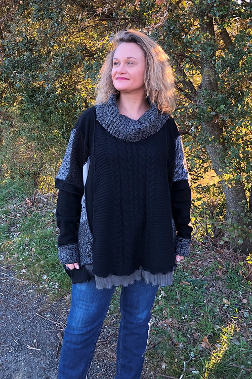 Pull oversize noir et gris. Plus size. Grand col. Refashion.