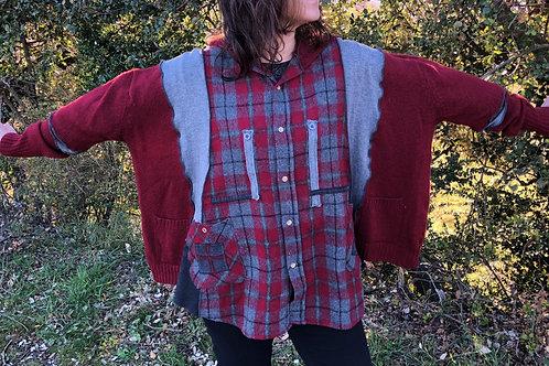 Pull/ chemise à carreaux gris et bordeaux. Capuche patchwork.