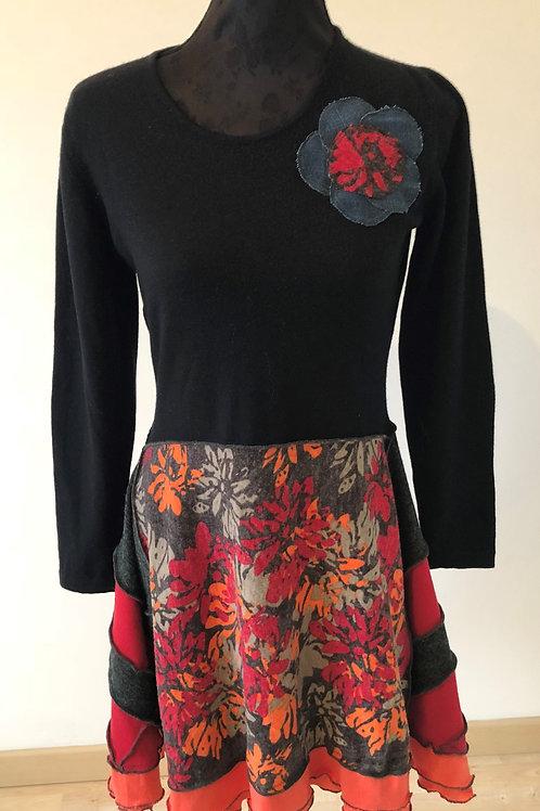 M. Robe rouge, noire, corail et imprimé fleurs.Pure laine vierge. Fleur jean. Un