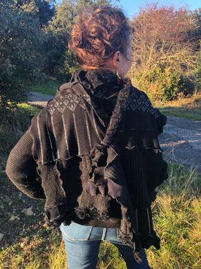 Longue écharpe noire et brillante