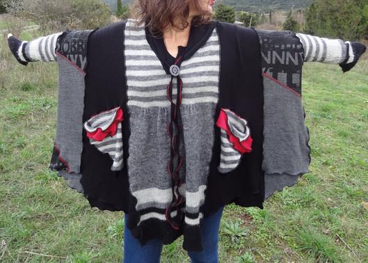 Pull oversize gris, noir et rayures