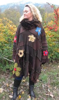 Poncho marron à fleurs multicolores
