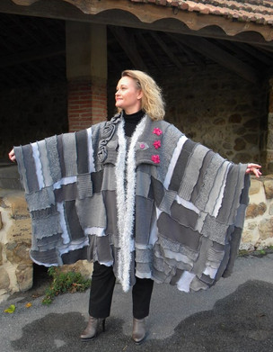 Poncho cape patchwork gris, snood rose