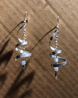 plaque de métal d'imprimerie et perles d
