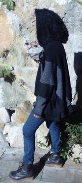 Pull oversize gris et noir à capuche doudou
