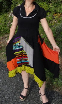 Robe noire et multicolore