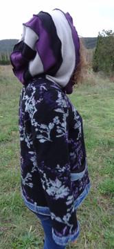 Veste en laine à capuche patchwork gris, noir et violet
