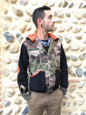 Veste camouflage, sweet noir et orange