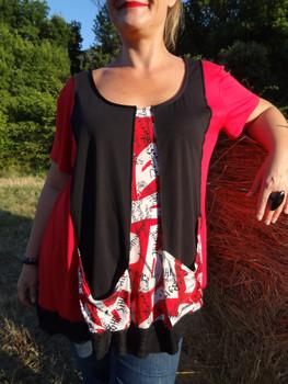 Tunique rouge et noire à manches courtes