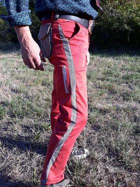 Pantalon Chino rouge, customisé