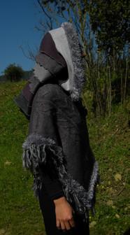 Poncho gris violet, grande capuche patchwork