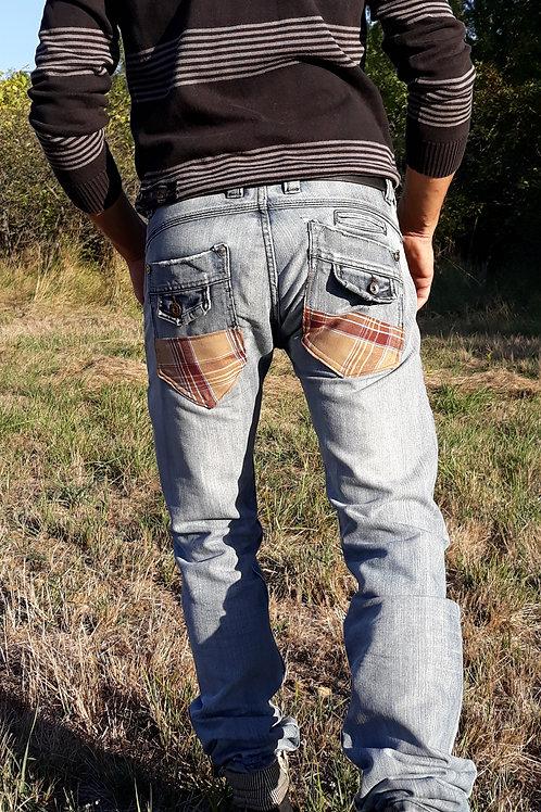 Pantalon homme jean's tissu à carreaux marron et gris