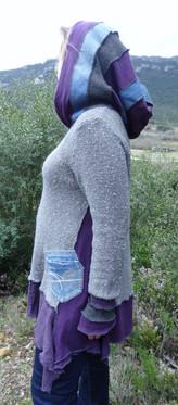Pull gris et violet à capuche patchwork
