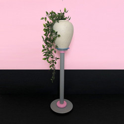 Vase 015 sur colonne DLG Sottsass