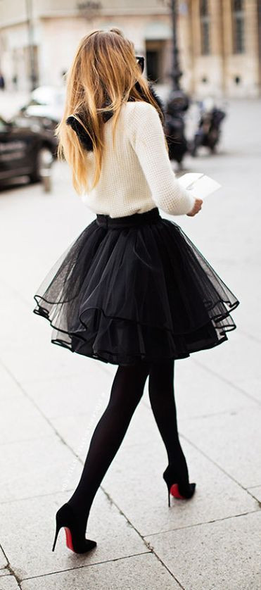 How to Wear Black Tights?