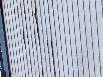 雨漏りで腐食した外壁