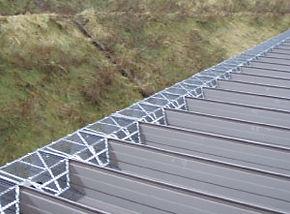 落雪ストップ設置例折板葺き屋根