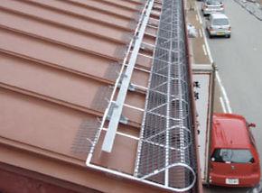 落雪ストップ設置例瓦棒葺き屋根