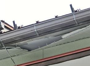 雪害04軒天井裏の破損