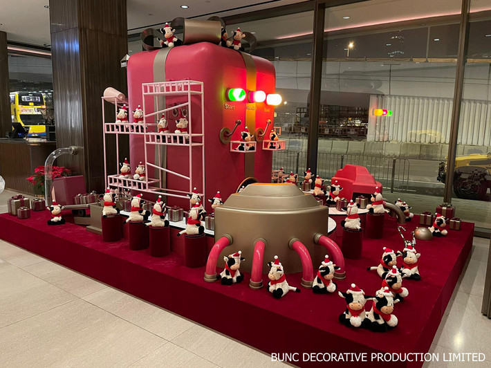 Building lobby Christmas display