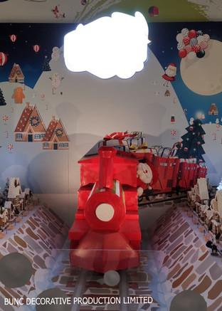 Estate mall Christmas train display