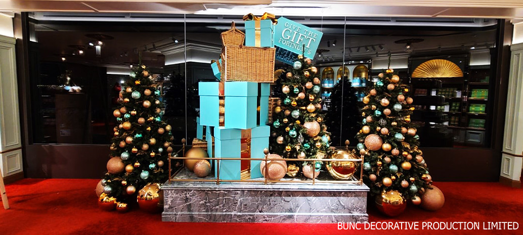 Christmas window display @ Fortnum & Mason