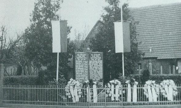 Altes Kriegerdenkmal Reisen 01.jpg