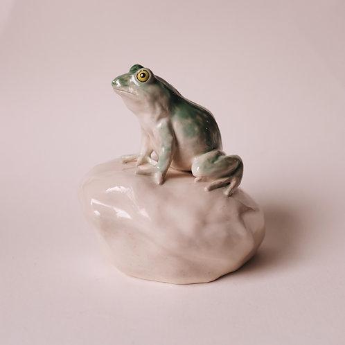 Статуэтка, лягушка из фарфора