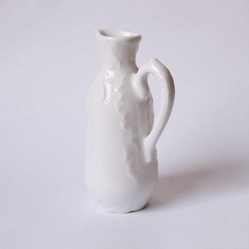 Маленькая бутылка из фарфора