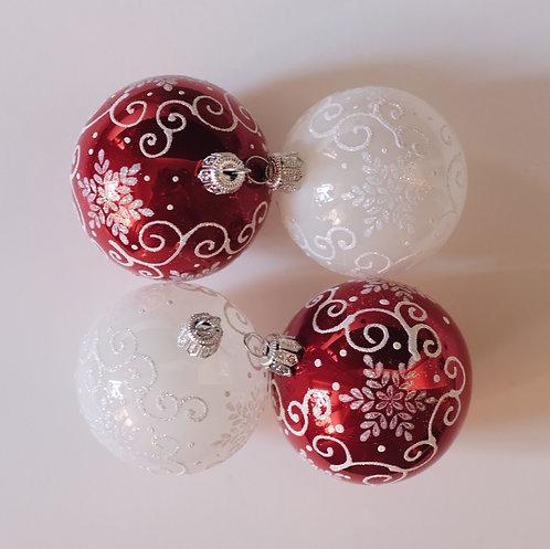 4 стеклянных ёлочных шара