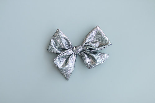 Glittering new year Giant bow pin