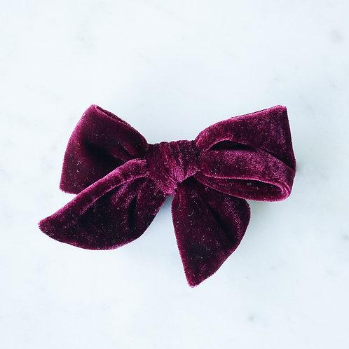 Rouge velvet rusettipinni