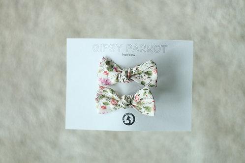 Granny's garden baby knot -pinnit