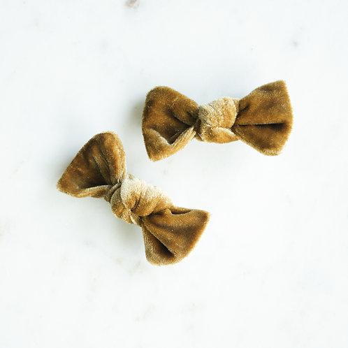 Gold velvet babyknot -pinnit