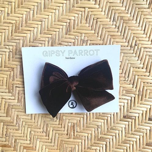 Dark brown velvet rusettipinni