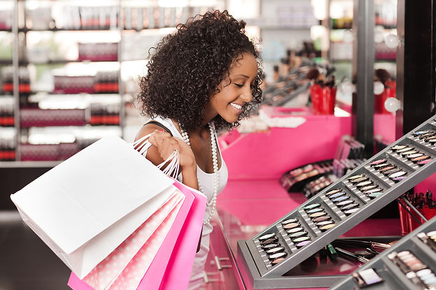 209822-2121x1414-Shopping-in-cosmetics-s
