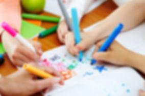Niños con colores