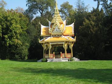 O Rei da Tailândia, King Bhumibol viveu 18 anos em Lausanne