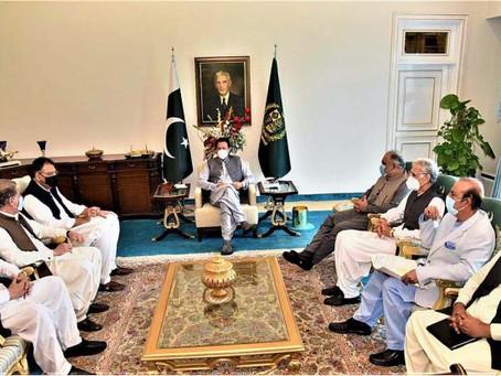 وزیراعظم عمران خان سے پاکستان تحریک انصاف کے سینئر پارٹی رہنماﺅں کی ملاقات