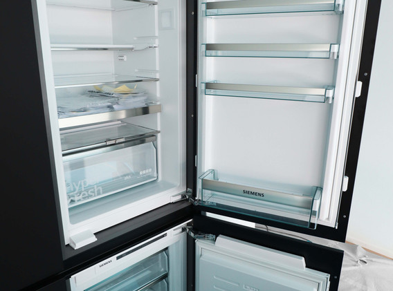 Kühl- und Gefrierschrank.jpg