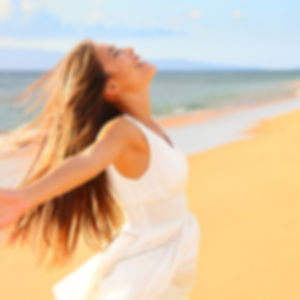 Femme epanouie heureuse - www.souvriralamour.ch - Nyon