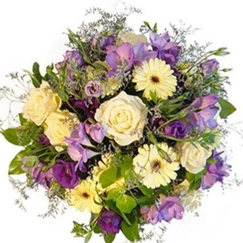 Bouquet di Rose, fresie, gerbere mini, alstromerie nel colore crema/violetto