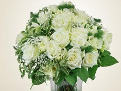 Bouquet di Rose, roselline, gypsophila e verde decorativo