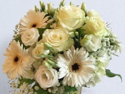 Bouquet con Rose,Gerbere, Lisianthus, Gipsophila, Ortensia in due varianti