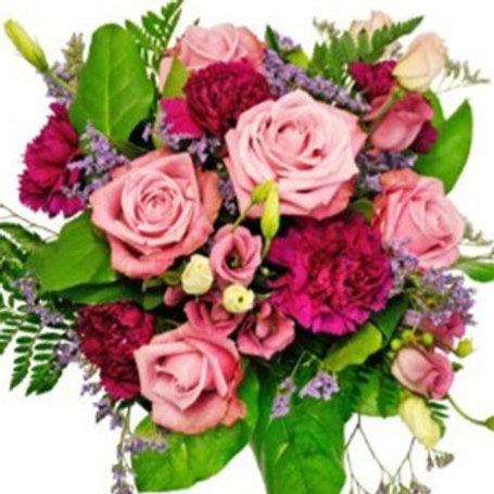 Bouquet di Peonie , Rose, lisianthus e verde decorativo