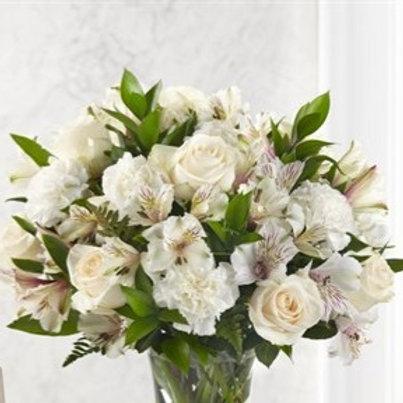 Bouquet di Rose, Peonie, Alstromerie e verde decorativo.
