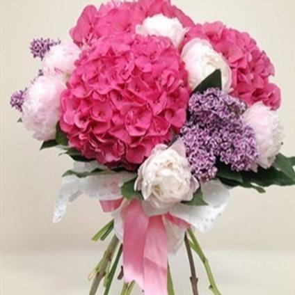 Bouquet di 9 peonie, 3 ortensie, 2 serenella e verde decorativo